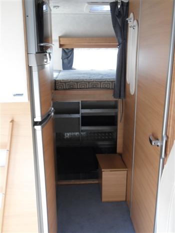 Camper usato mobilvetta huari 1001 mansardato in emilia for Arredamento usato emilia romagna