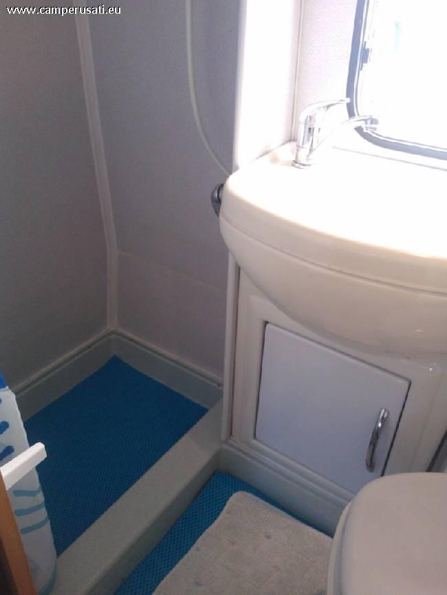 Vendo Letto Matrimoniale : Camper usato sea dinghy mansardato in sardegna