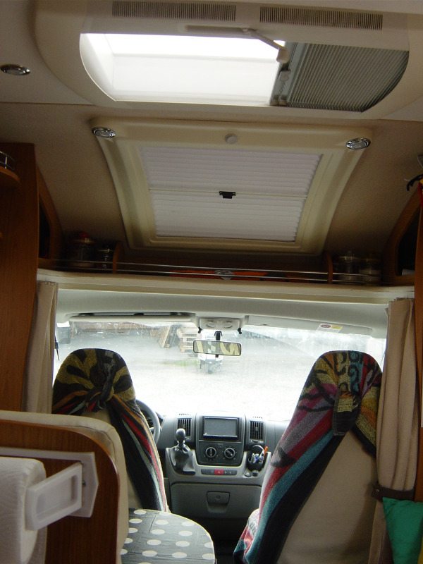 Mobile bagno vendo camper usato laika mansardato in for Mobile bagno usato
